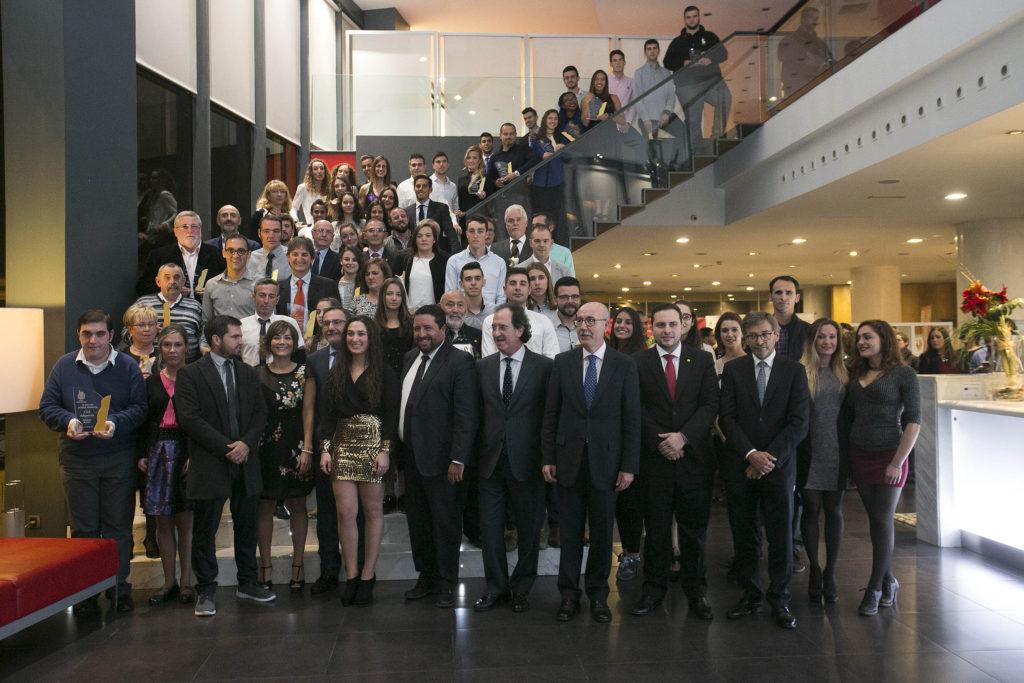 Marzá recoge el premio a la empresa que más apoya al deporte en Castellón